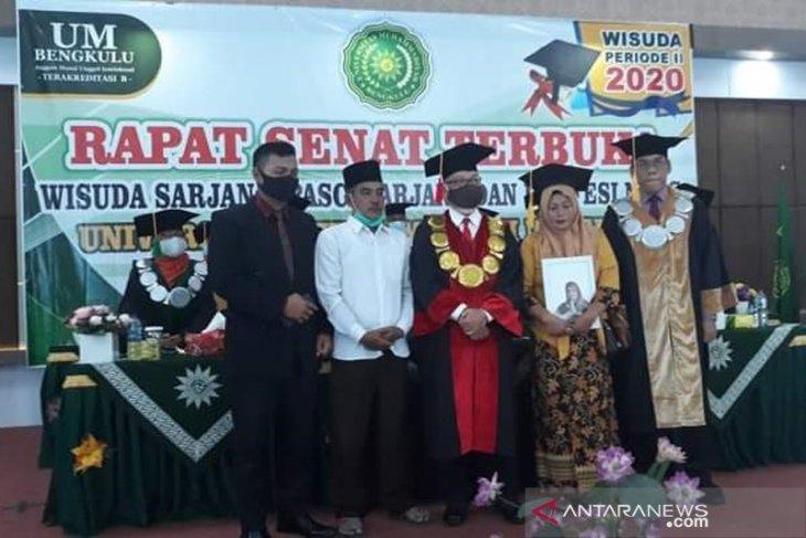 Meninggal usai skripsi, wisudawati Universitas Muhammadiyah Bengkulu digantikan orangtua