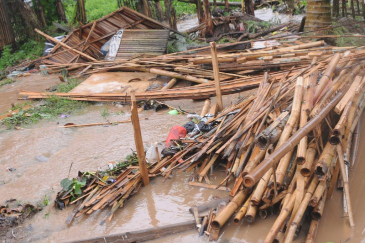 Ponpes Da'arul Qoriin di Lebak diterjang puting beliung, tiga bangunan rusak