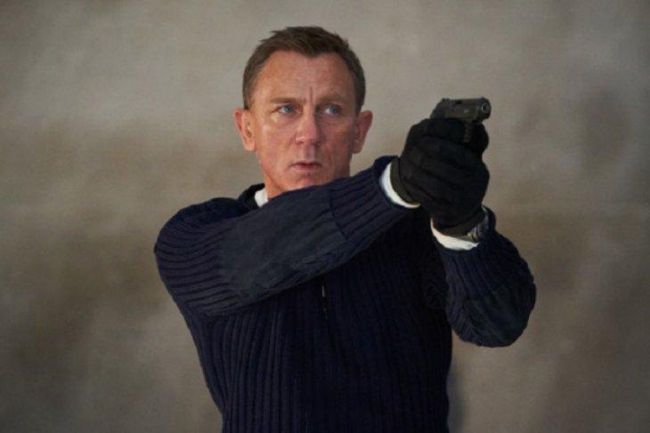 Keduanya perankan James Bond, Daniel Craig kenang mendiang Sean Connery