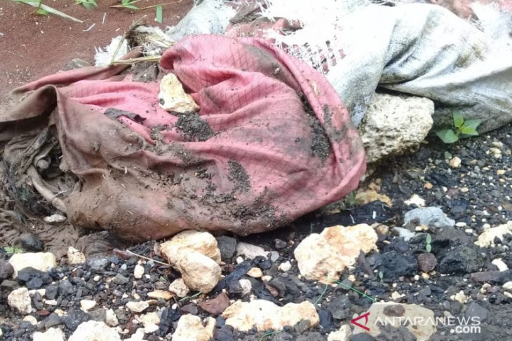 Kerangka manusia dalam karung ditemukan warga Cibinong Bogor