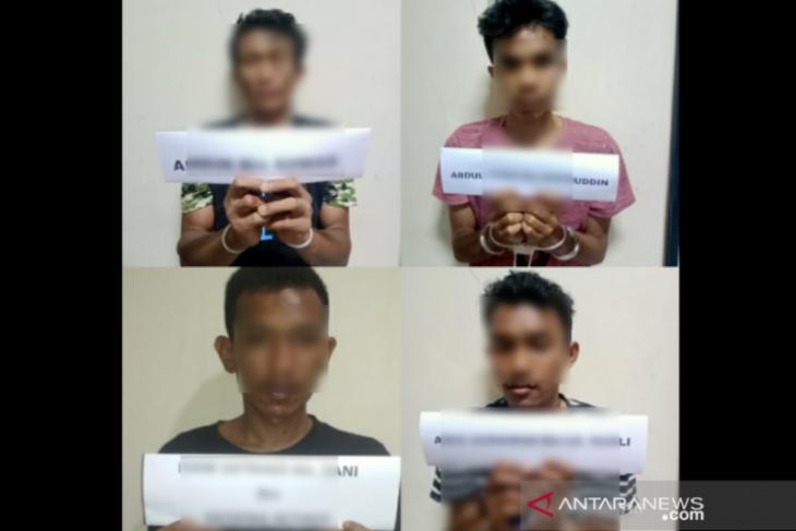 Empat pemuda edarkan sabu-sabu dibekuk polisi