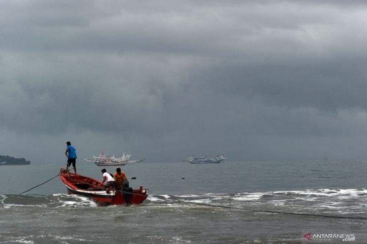 BMKG Bengkulu keluarkan peringatan dini hujan disertai angin kencang