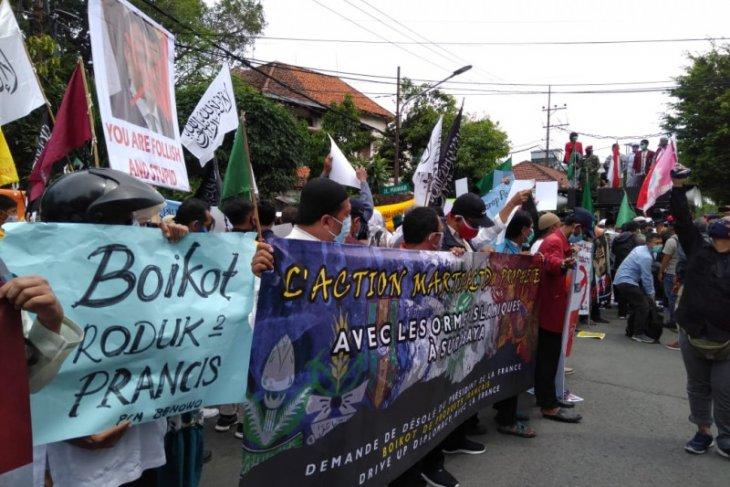 Ormas Islam aksi bela Nabi di kantor Konsulat Kehormatan Prancis Surabaya