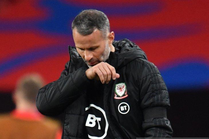 Giggs absen dalam tiga laga Wales setelah serang seorang wanita