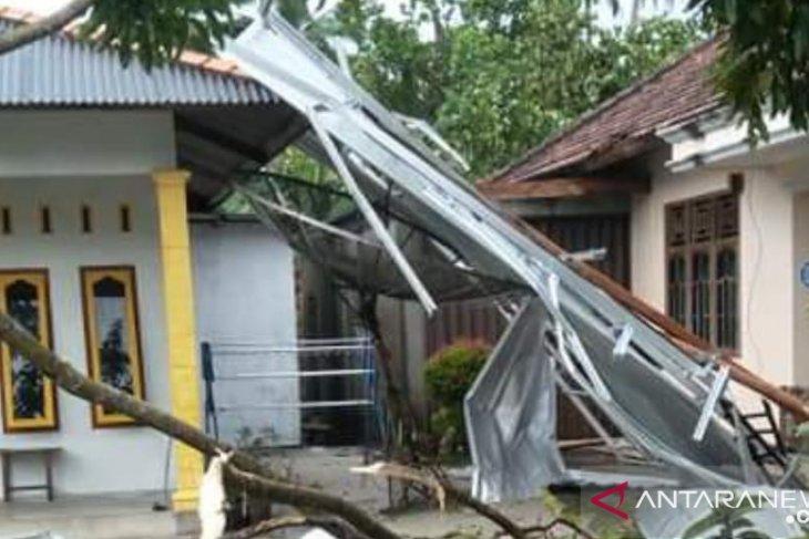 BPBD Bangka: Tujuh rumah warga rusak berat akibat puting beliung