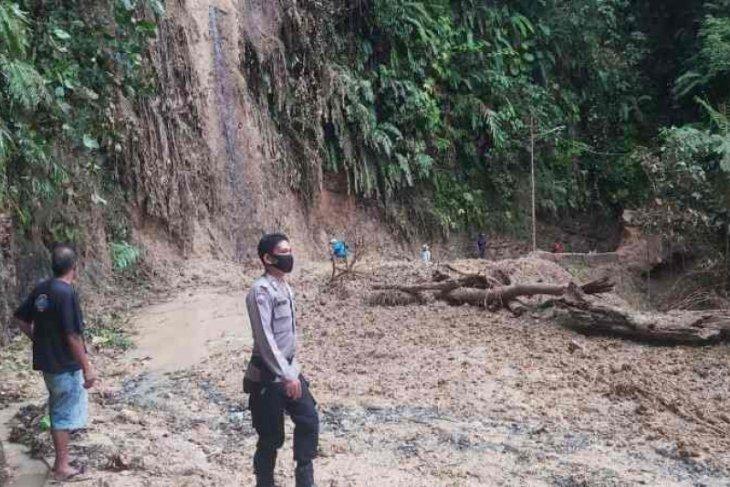 Longsor terjadi di kawasan batu lubang Sibolga, arus lalu lintas dialihkan ke Rampah