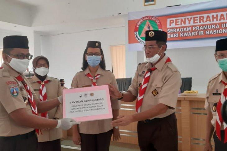 Kwarnas Gerakan Pramuka bantu korban tsunami dan COVID-19 di Banten