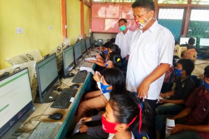 SMP Negeri 1 Kayan Hilir Sintang terapkan e-learning