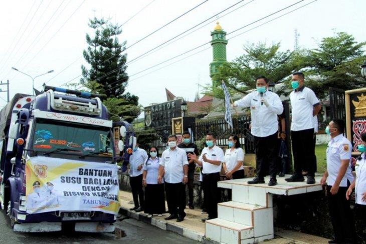 Pemkab Dairi salurkan  bantuan 30 ribu kotak susu untuk lansia