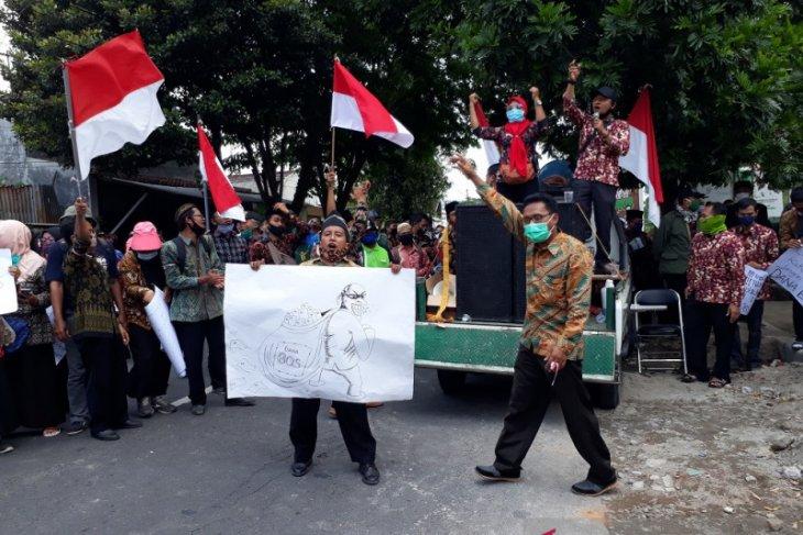 Guru madrasah di Kediri unjuk rasa tuntut dana BOS segera dicairkan