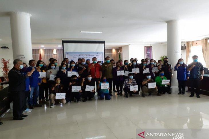 SOL serahkan beasiswa bagi mahasiswa berprestasi di Taput