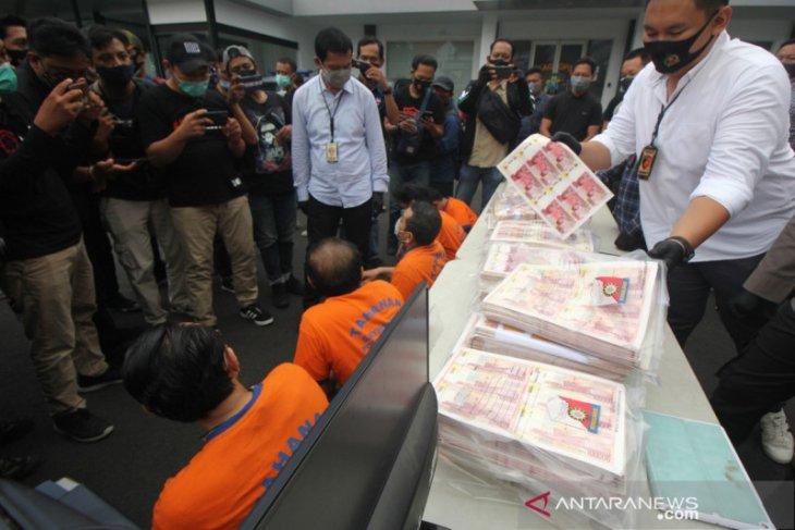Bank Indonesia dan Polrestabes Surabaya ungkap temuan uang palsu, 11 pelaku dibekuk