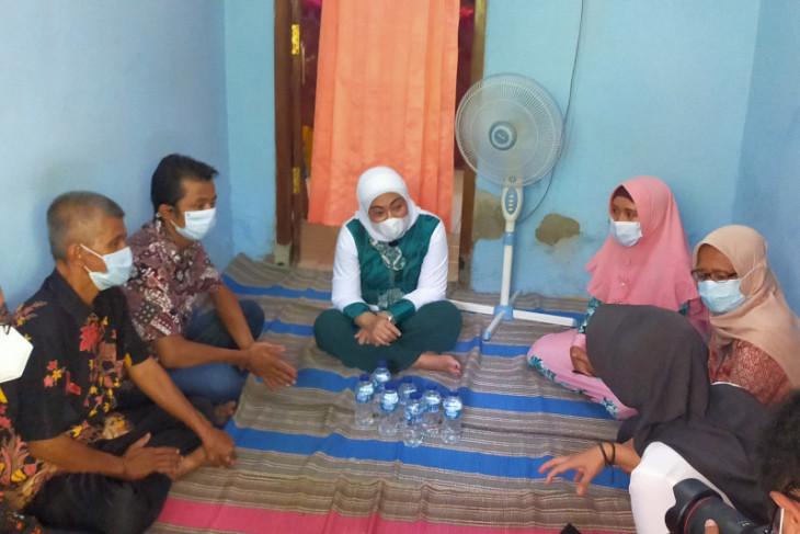 Menaker pantau langsung penyaluran bantuan subsidi upah di Sidoarjo