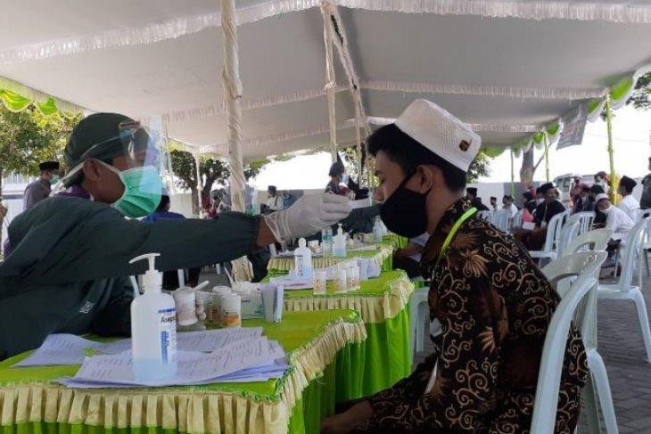 Santri Tebuireng Jombang wajib swab test saat masuk pesantren
