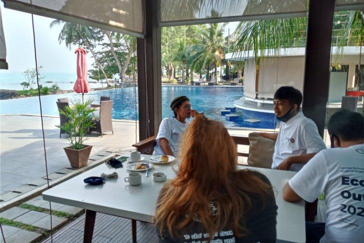 Kunjungan wisatawan ke Pantai Anyer Serang kembali menggeliat