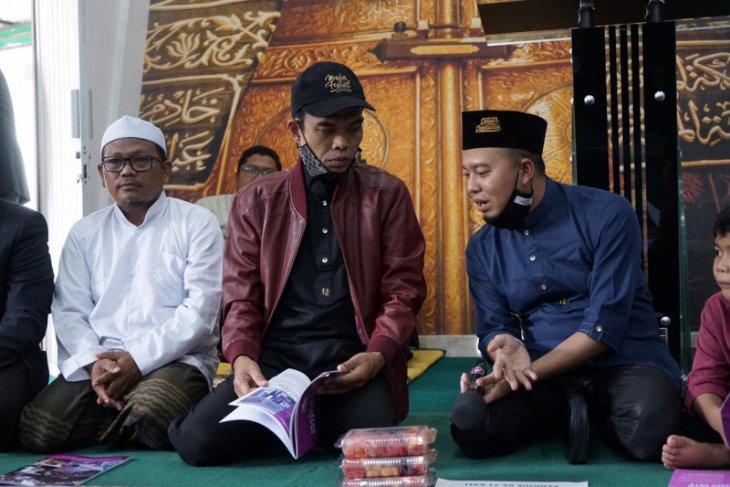 UAS ajak umat ramahkan kaki dan tangan ke masjid