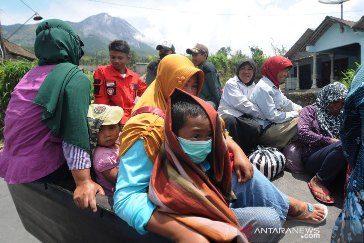 50 villagers residing on slopes of active Mount Merapi evacuated