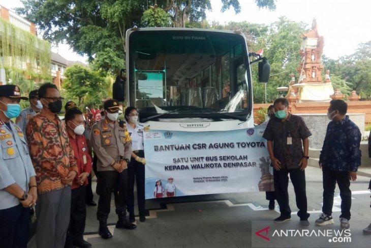 Pemkot Denpasar terima bantuan bus sekolah