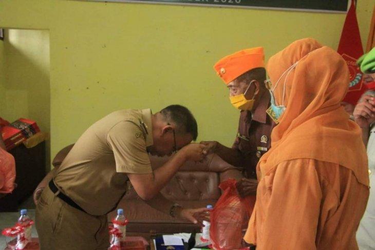 Pemkot Binjai berikan bantuan kepada veteran di Hari Pahlawan