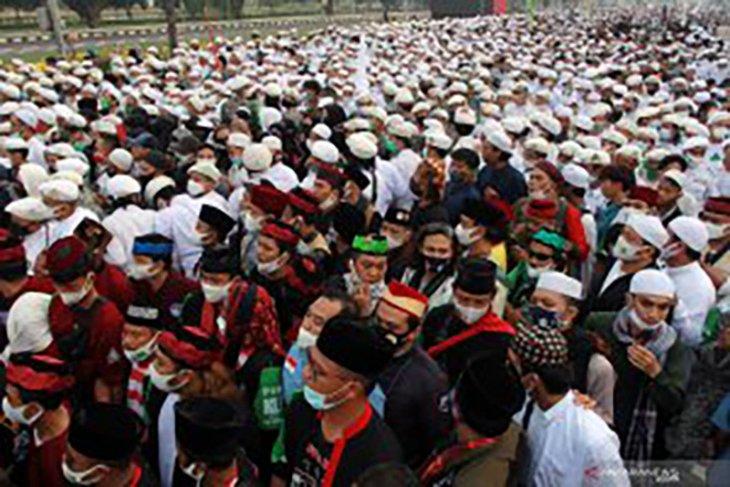 Simpatisan Rizieq Shihab padati kawasan Bandara Soekarno-Hatta