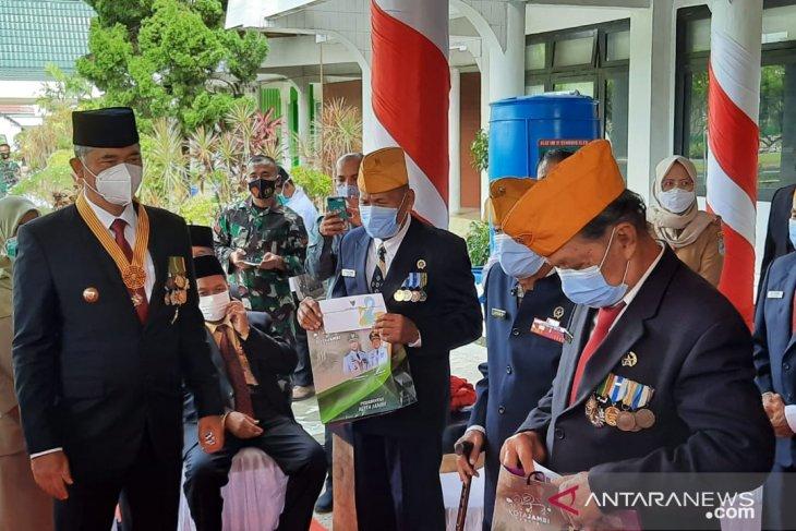 Pemerintah Kota Jambi memberikan tali asih kepada veteran