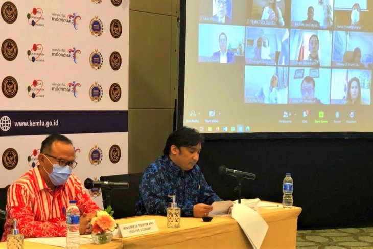 Indonesia urges Asian countries to revive economies through tourism