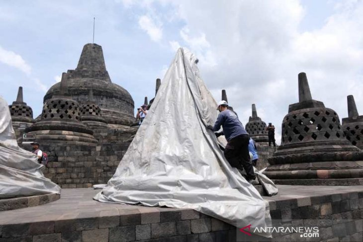 Candi Borobudur ditutup terpal antisipasi erupsi Merapi