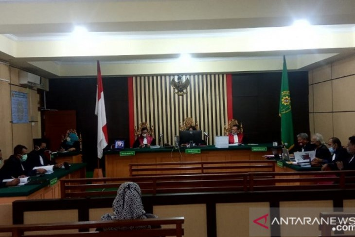 Tiga mantan pimpinan DPRD Jambi jalani sidang kasus suap APBD