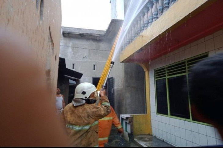 Satu unit rumah berlantai dua terbakar di Tebing Tinggi