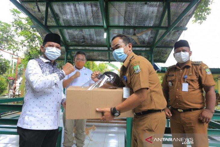 Pemkot Tangerang bagikan 10.000 pelindung wajah ke pengurus RW