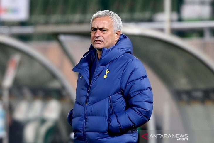 Mourinho dilarang mendampingi Tottenham di satu laga Eropa