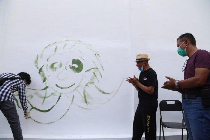 Dahlan Iskan apresiasi kreativitas seniman mural di Surabaya