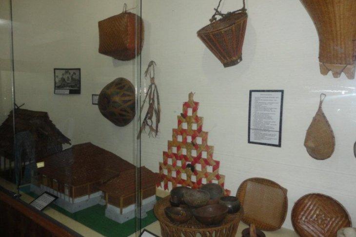 Museum Siwalima Provinsi Maluku pikat pengunjung lewat kreativitas tradisional