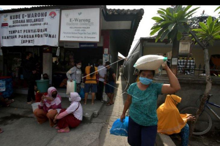 Pencairan bahan pokok di Kube E-Warong