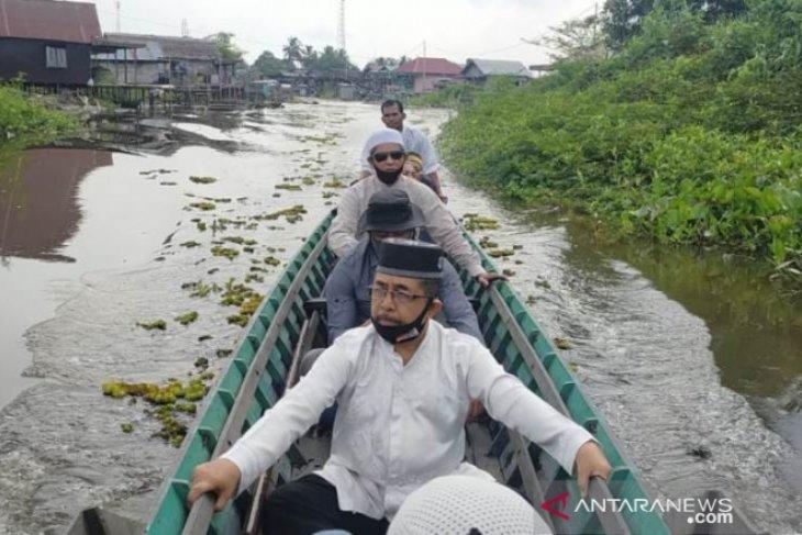 Video-Terobos perairan rawa, Habib Didil sapa langsung masyarakat Awang Landas