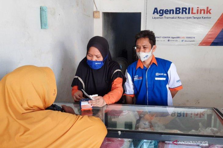 Untung jutaan/bulan selama COVID-19, Perajin rotan di Denpasar fokus layani masyarakat lewat 'BRILink'