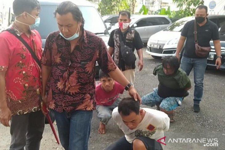 Tiga pengedar narkoba terperangkap di Lorong Laba Laba
