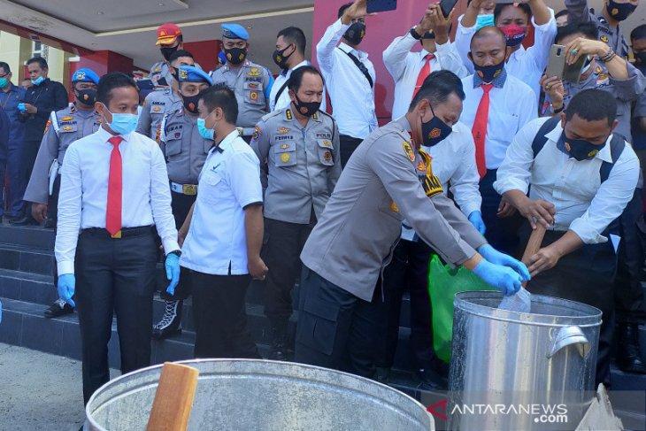 Polisi rebus sabu-sabu campur deterjen dan ditumpahkan ke septic tank