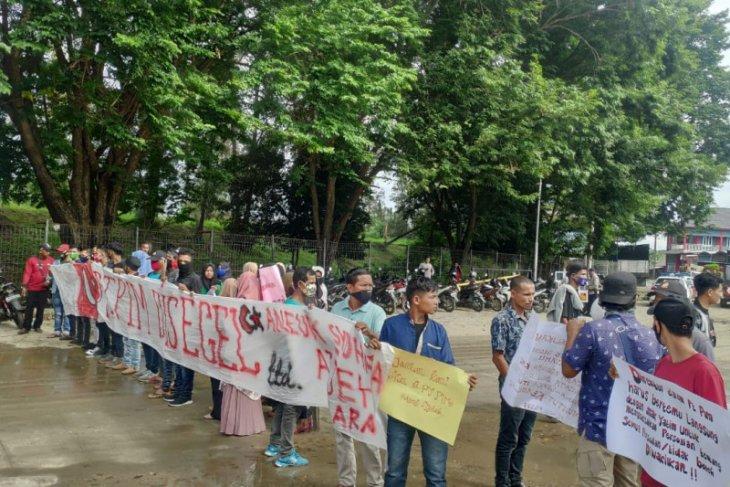 Ratusan anak syuhada demo PT PIM, tuntut tenaga kerja lokal