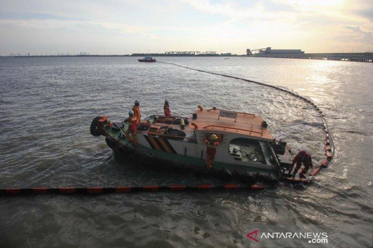 OP Tanjung Perak targetkan evakuasi bangkai MV Mentari tuntas sebulan lagi