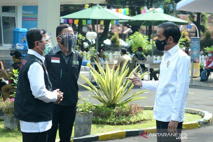 Kemarin, suku bunga BI turun hingga Jokowi ajak CEO investasi