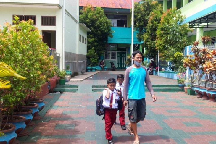 Kegiatan belajar-mengajar di Kota Ternate gunakan sistem sif
