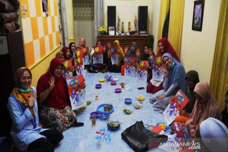 Bertemu Hj Ananda, warga Sungai Lulut Curhat kondisi jalan