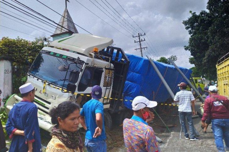 Truk tronton rem blong, puluhan kendaraan ditabrak, puluhan orang jadi korban