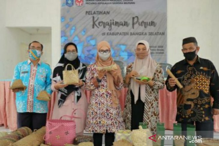 Melati Erzaldi imbau warga Pulau Besar lebih inovatif kembangkan kerajinan purun