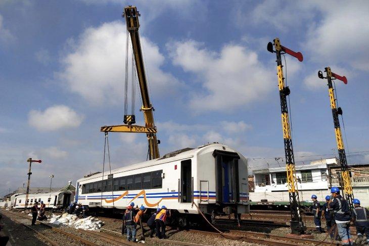 Evakuasi gerbong kereta anjlok di Stasiun Malang perlu waktu hampir 24 jam