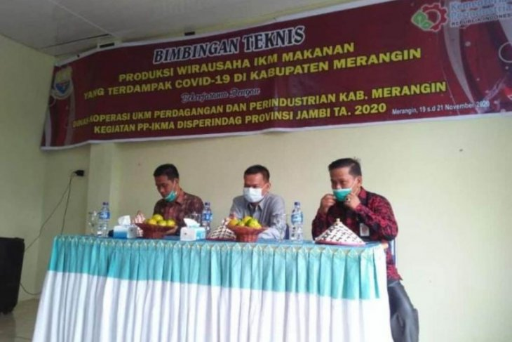 Anggota Komisi II DPRD Provinsi Jambi buka bimtek IKM terdampak COVID-19