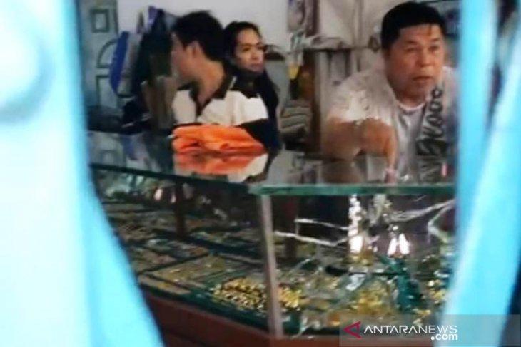 Polres Aceh Barat amankan perhiasan dan baju terduga pelaku perampokan