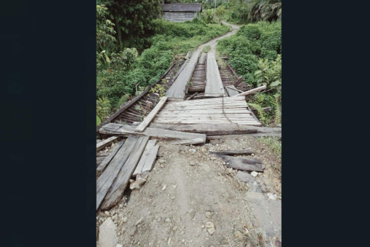 Jembatan Bungon Bunut Hulu Kapuas Hulu nyaris ambruk