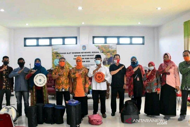 Kabupaten Kubu Raya bagikan alat musik untuk BKMT dan tempat wisata